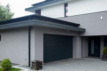 Большой серый дом
